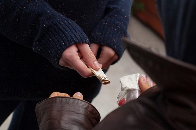 Житель Биробиджана пытался сбыть наркотики в крупном размере