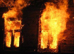 Недостроенный дом подожгли в Биробиджане