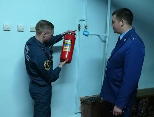 Блокировка эвакуационных выходов, просроченные огнетушители: в ЕАО продолжают выявляться нарушения пожарной безопасности