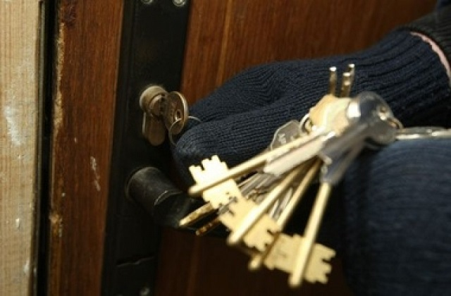 Биробиджанец дал незнакомцу ключи от квартиры и лишился телевизора