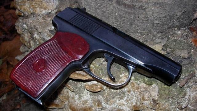 Биробиджанец украл оружие у спящего собутыльника