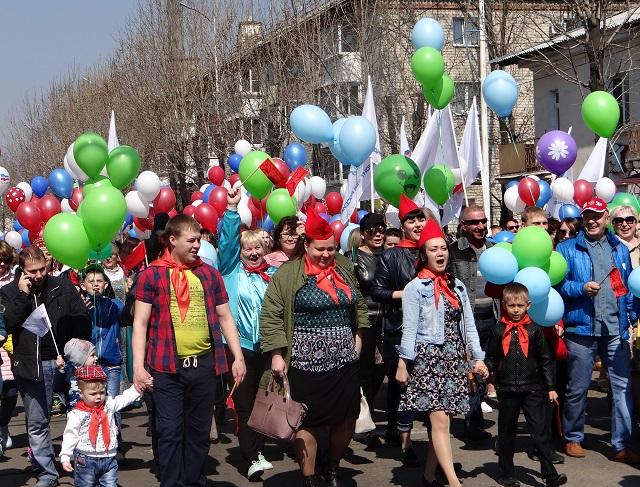 Тысячи жителей ЕАО приняли участие в первомайском шествии