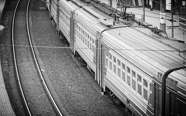 Забрались на крышу поезда: подростков из ЕАО ударило током