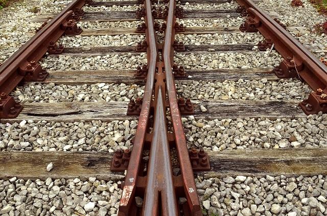 Два биробиджанца разобрали железную дорогу