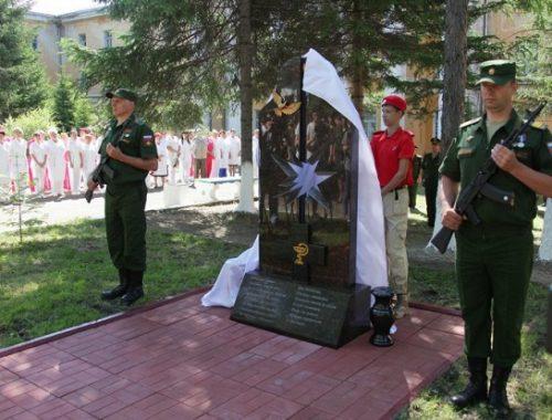 В Биробиджане открыли мемориал погибшим в Сирии медсестрам