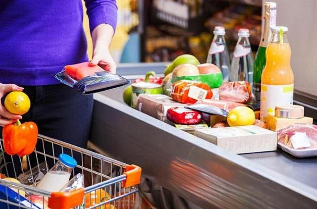 Хлеб и алкоголь вошли в число самых популярных у россиян товаров