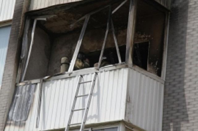 В Биробиджане в жилом доме загорелся балкон