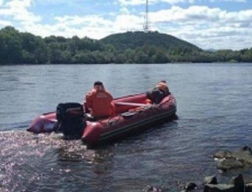 Водолазы нашли тело утонувшего мальчика