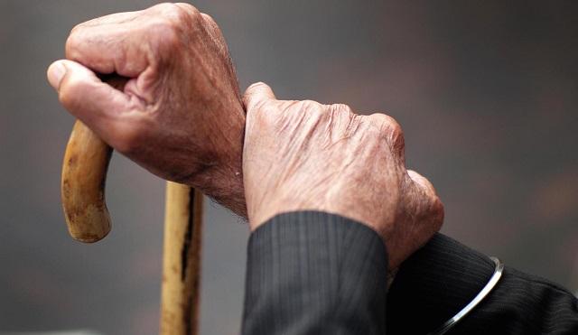 Выхватила деньги и убежала: пенсионера ограбили в одном из банков Биробиджана