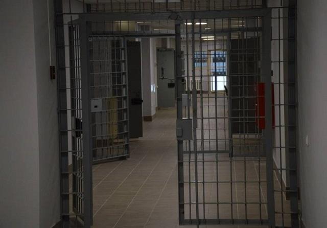 Осужденный, отбывающий наказание в ЕАО, использовал мобильный телефон и обманул более 20 человек