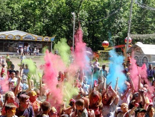 Всероссийский фестиваль красок состоялся в Биробиджане