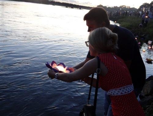 Биробиджанцы загадали желания на фестивале водных фонариков