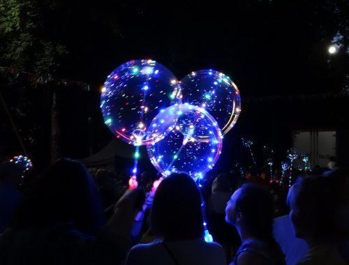 Десятки волшебных шаров засверкали в руках биробиджанцев
