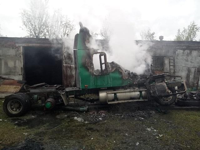 Грузовой автомобиль загорелся в Биробиджане