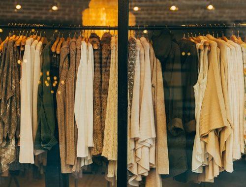 В Биробиджане сотрудницы магазина одежды ограбили работодателя