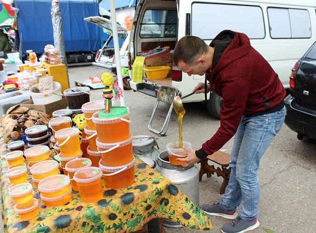 В Биробиджане впервые отпраздновали День мёда