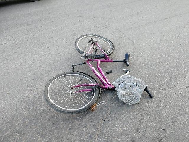 Велосипедист попал под колеса автомобиля в Биробиджане