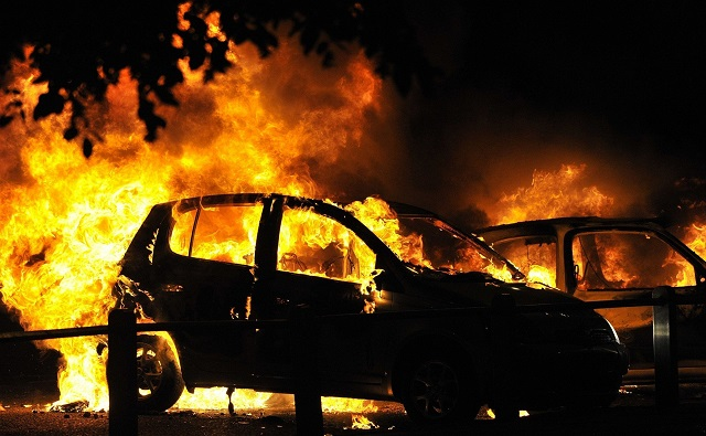 В ЕАО нетрезвый мужчина поджег собственный автомобиль
