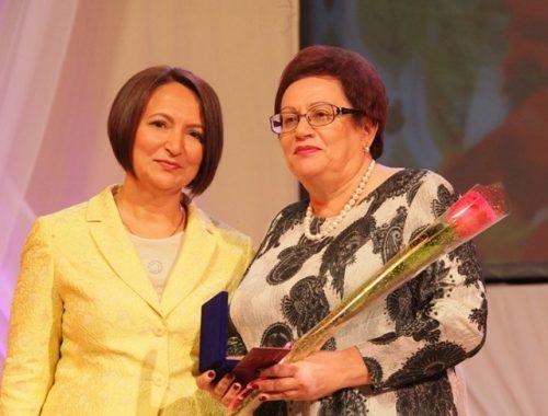 Учителя и ветераны педагогического труда принимают поздравления