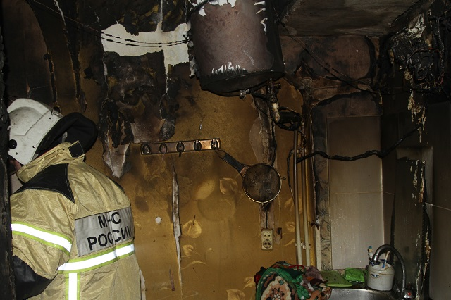В Биробиджане вспыхнул четырехэтажный дом