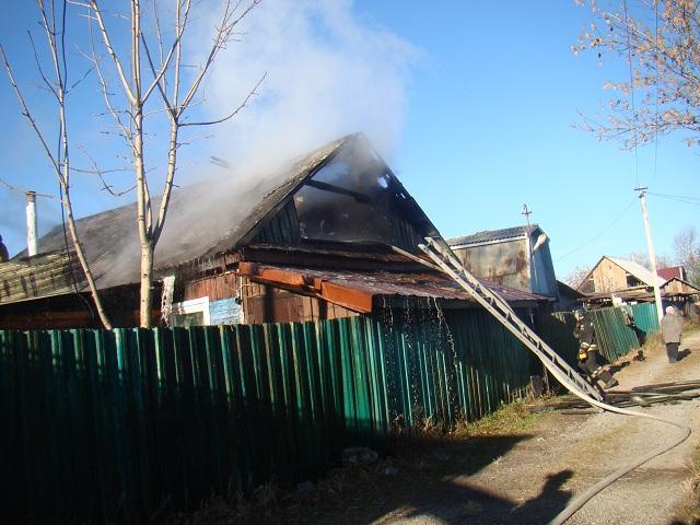 Пламя охватило частный дом в Биробиджане