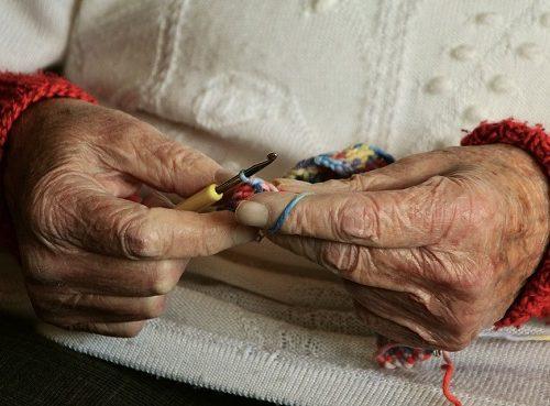 77-летнюю старушку ограбили в Биробиджане