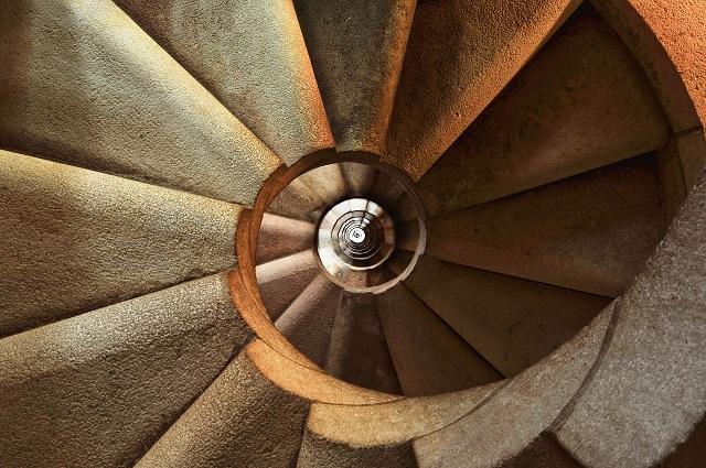 Биробиджанец столкнул гостя с лестницы