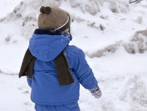 В Биробиджане маленький ребенок едва не окоченел от холода