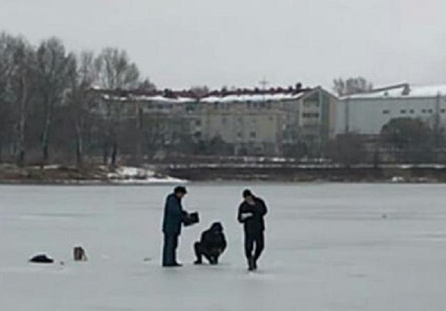 Два подростка в Биробиджане чуть не провалились под лед