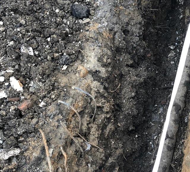 В яму с железными штырями упал ребенок в ЕАО