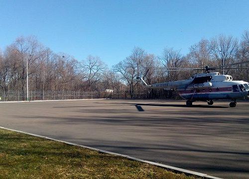 Больного ребенка из Биробиджана доставили на вертолете в Хабаровск