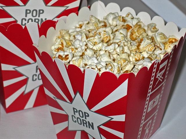 В Госдуме предложили запретить есть попкорн во время киносеансов