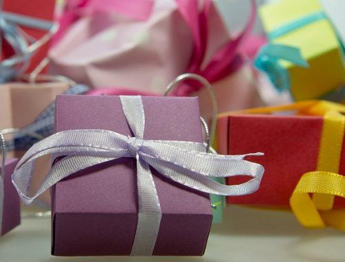 Врачам и учителям запретят принимать подарки