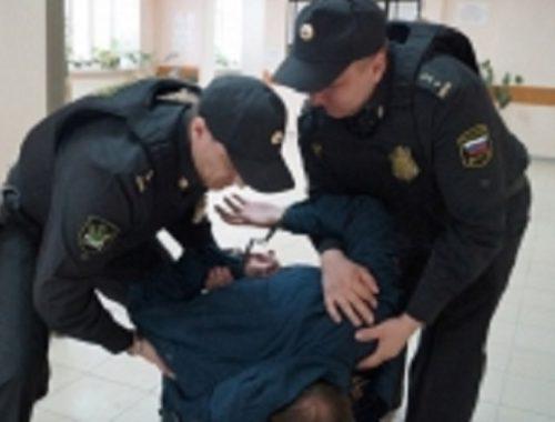 Оружие пытались пронести в суд жители ЕАО и Хабаровского края