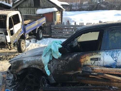 Грузовик и легковушка пострадали при пожаре в ЕАО