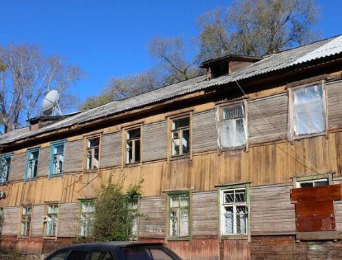 Российский чиновник купил квартиры для сирот в бараке для заключенных