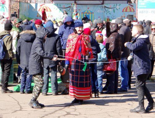 Биробиджанцы отмечают Масленицу (ФОТО)