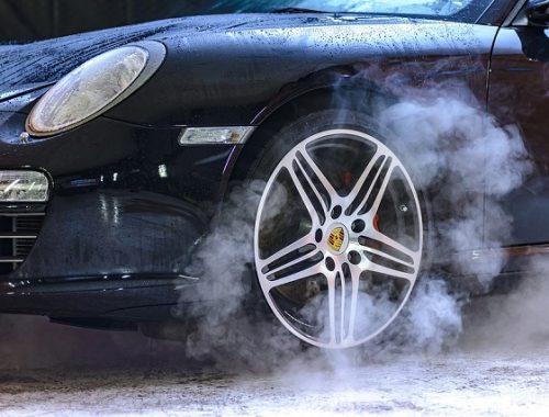 Госдума не захотела вводить запрет на покупку дорогих машин для чиновников