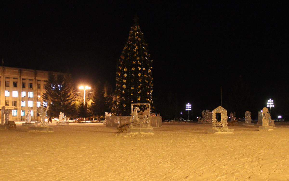Площадь Ленина приобрела завершенный вид накануне Нового года
