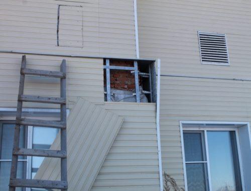 Фронтовики повторно осмотрели недостроенные дома для подтопленцев в селе Новое