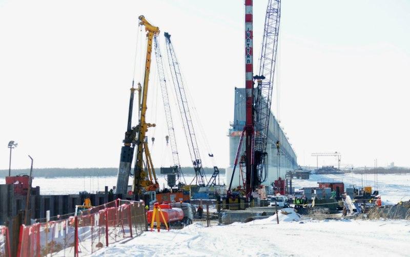 Первая опора трансграничного моста в Нижнеленинском находится в стадии завершения