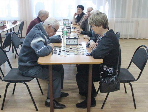 Шахматно-шашечный турнир среди пенсионеров прошел в Биробиджане