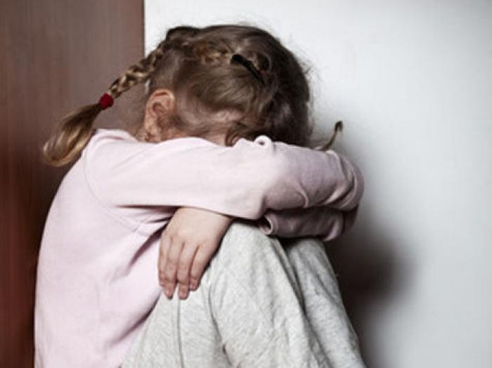 В Биробиджане отец несколько лет насиловал и избивал малолетнюю дочь