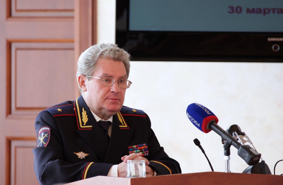 Глава УМВД Александр Чаплыгин ушел от ответа на вопрос депутата Владимира Фишмана о предотвращении провокаций на митингах