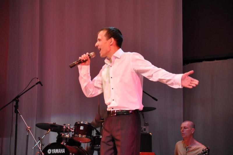 Накануне Международного женского дня биробиджанский артист Дмитрий Михальчук выступил с сольным концертом