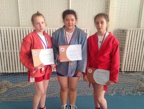 Три девушки из ЕАО завоевали путевку на первенство России по самбо
