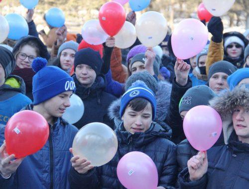 Юбилей областной столицы отметили флешмобом местные молодогвардейцы