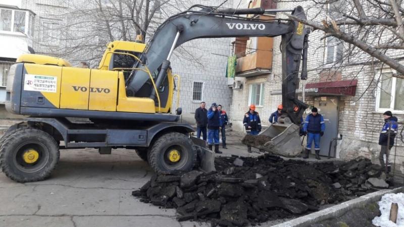 Прорыв газопровода устраняют аварийщики в районе улицы Советской в Биробиджане