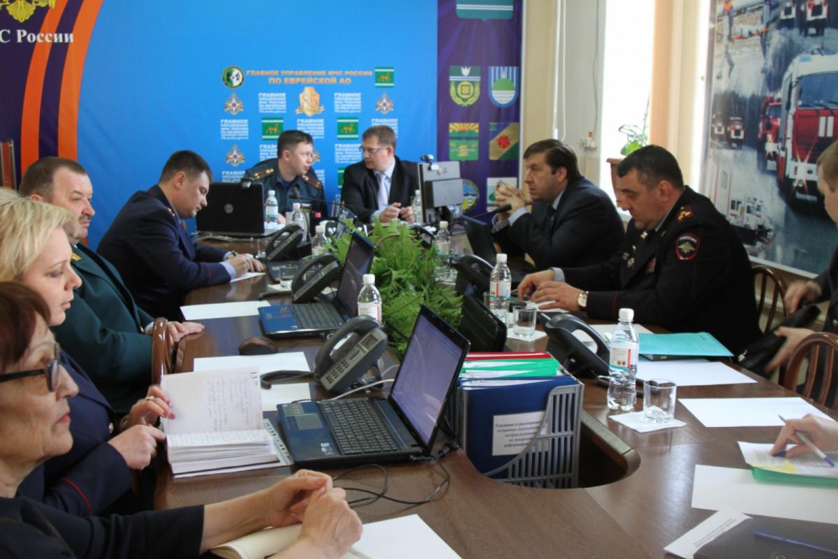 Проблему предотвращения природных пожаров обсудили на совещании Сибирского центра МЧС