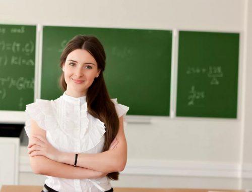 У педагогов общего образования ЕАО самые низкие зарплаты на Дальнем Востоке четыре года подряд